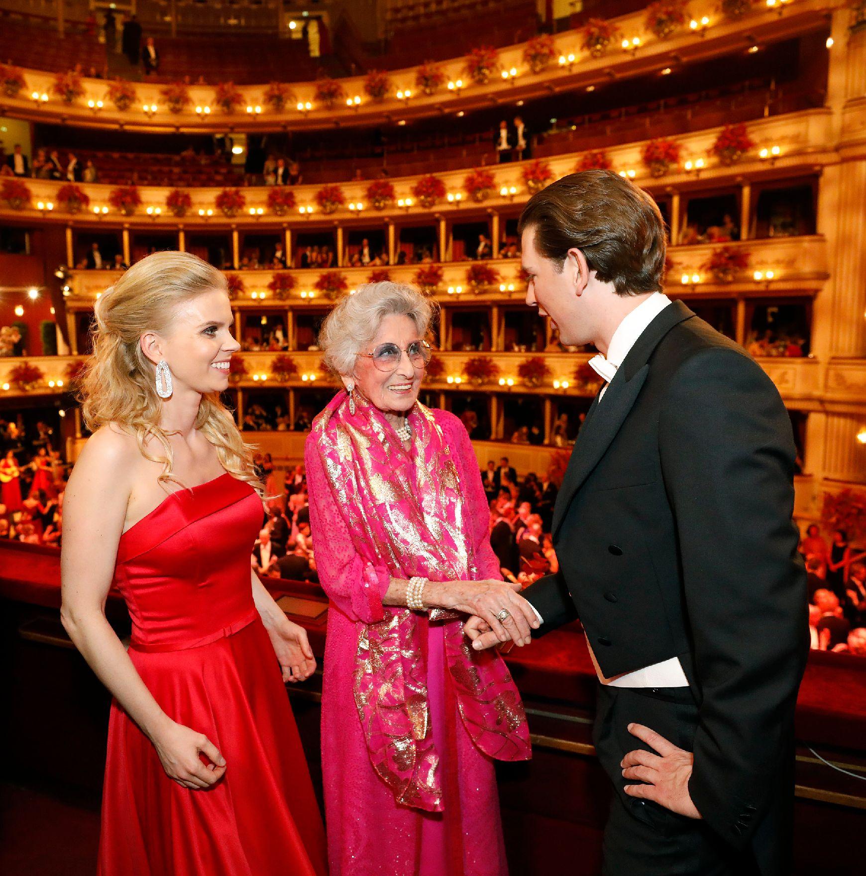 Opernball thier kleid susanne Zwei Opernstars